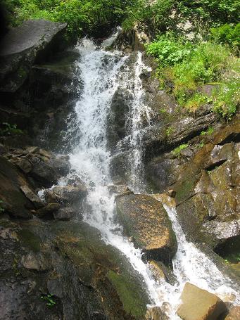 Водоспад під Смотричем і Вухатим Каменем