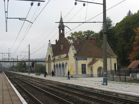 Залізнична станція біля замку