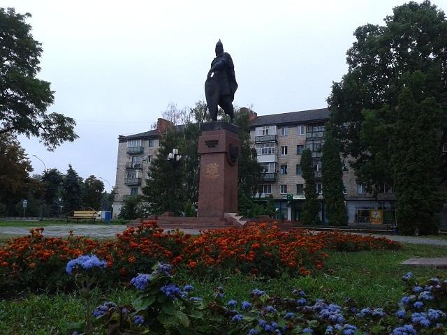 Памятний знак 1000-літтю Лубен