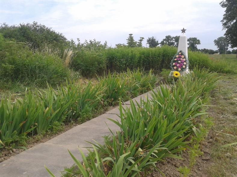 Пам'ятник загиблим воїнам-односельчанам у селі Зоря