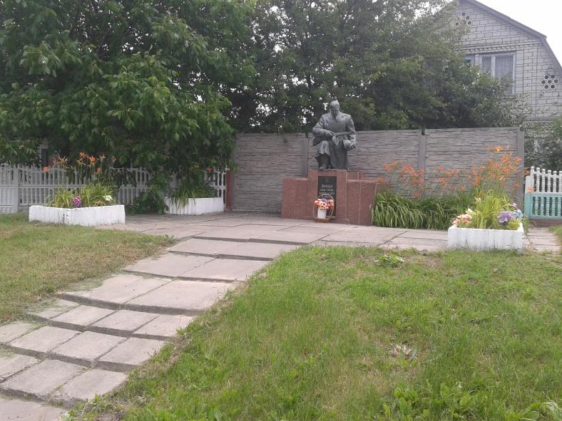 Єдиний пам'ятник села Скибин