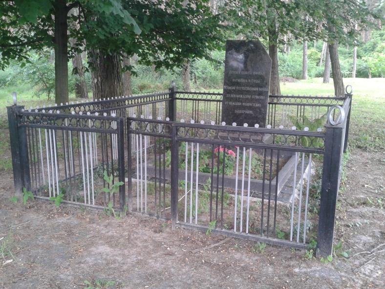 Братська могила в селі Перемога
