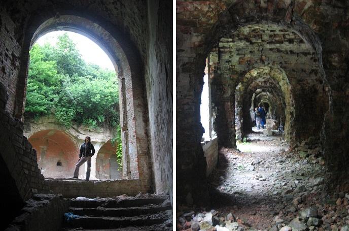 Гротескні вікна і готичні коридори