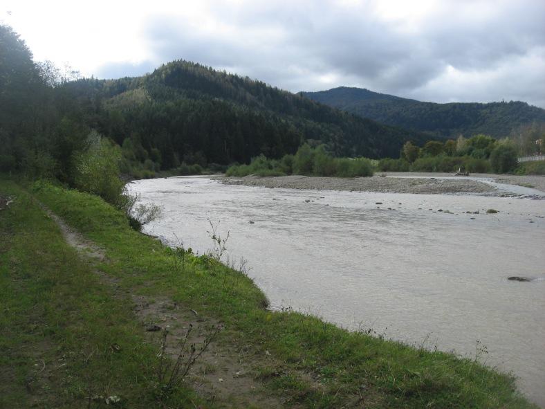 Річка Опір широкоплеса навіть восени