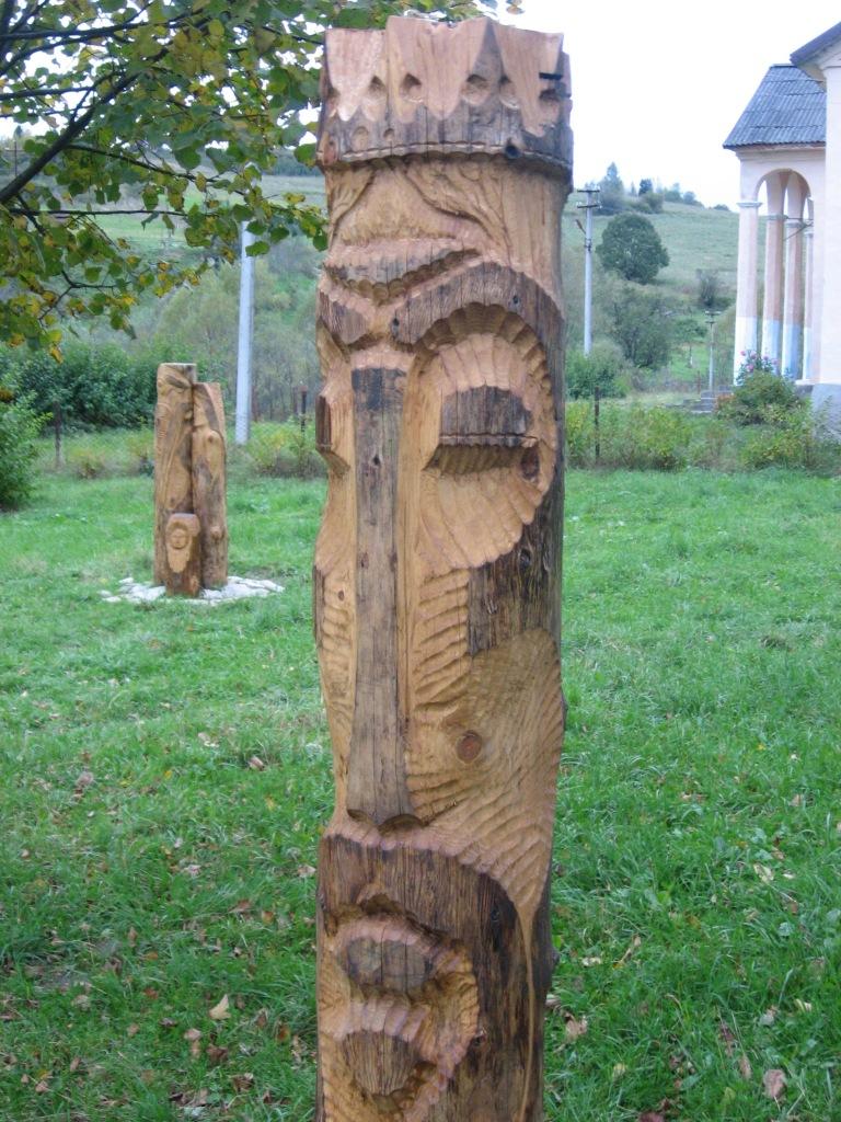 Дерев'яні охоронці Тустані
