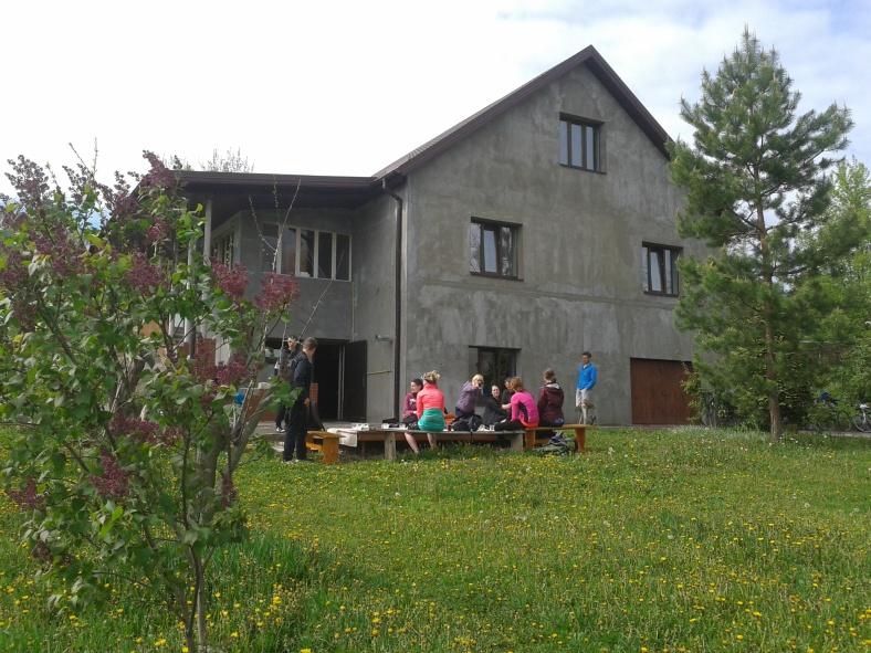 Відпочинок біля музею українського одягу в Креничах