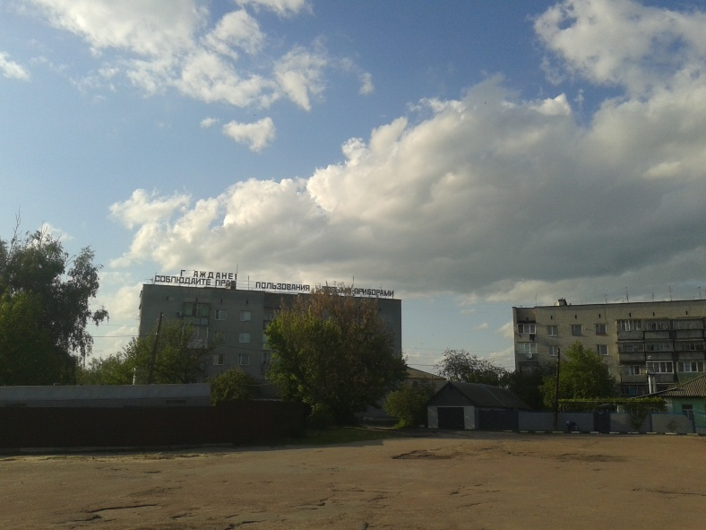 Час зупинився у Козельці. Не лише старовинні церкви, але й радянські лозунги ще можна побачити тут