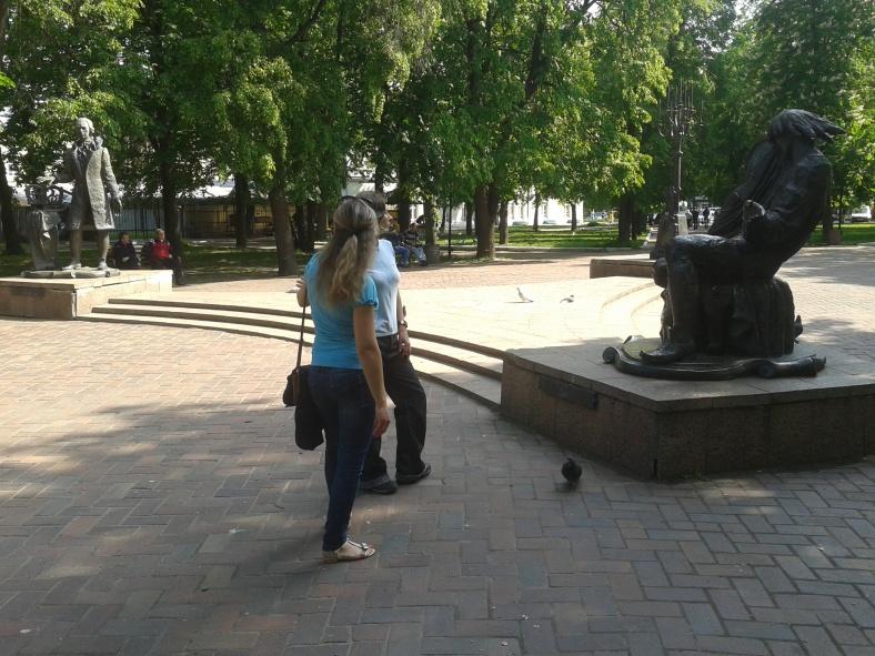 Біля пам'ятників Дмитра Бортнянського та Максима Березовського