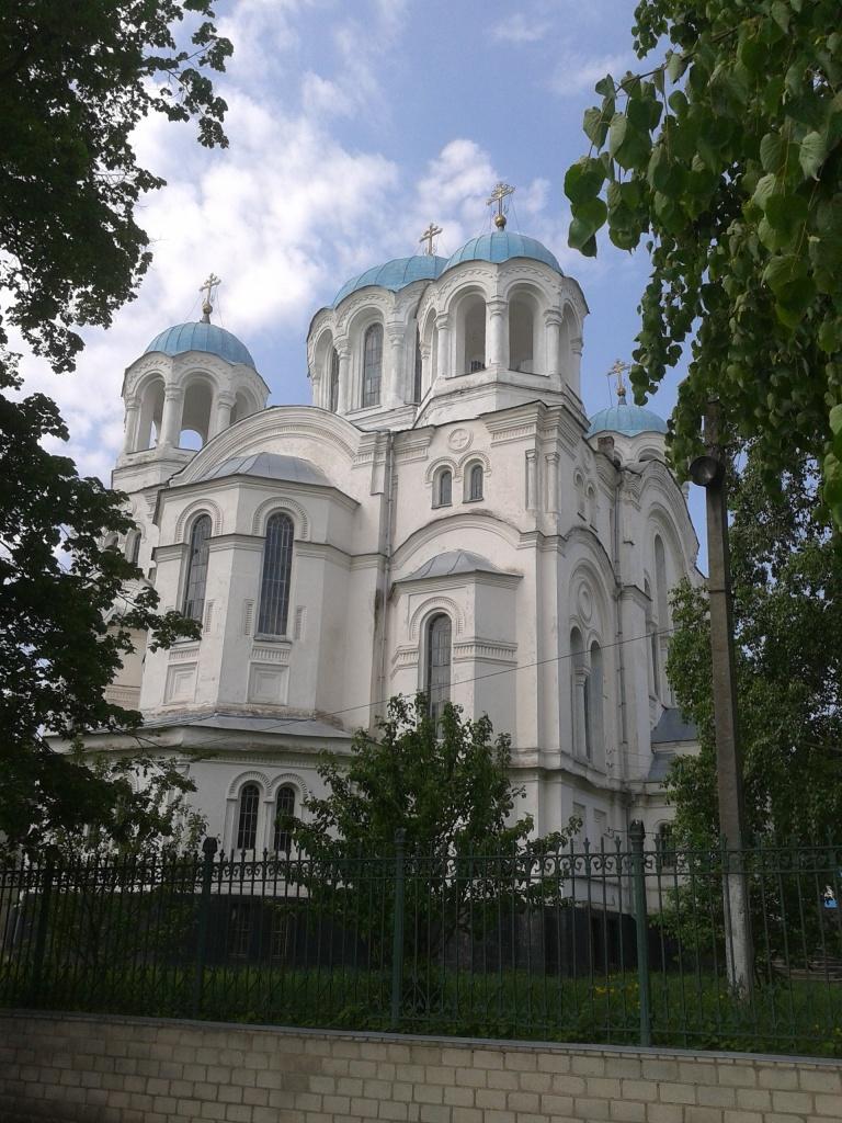 Найбільша у Глухові церква – трьох святих Анастасій