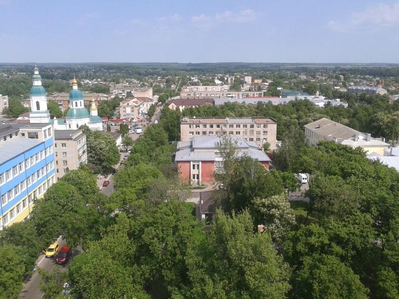 Вид на центр Глухова з Миколаївською церквою ліворуч
