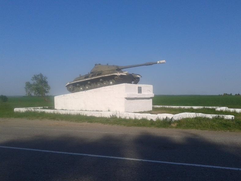 Ось той танк, що на переконання Нестора поламав дороги