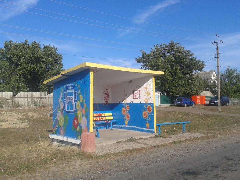 У Рогозові навіть автобусні зупинки унікальні