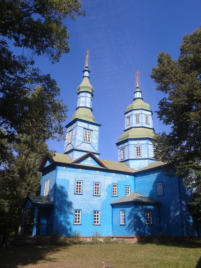 Через збільшену кількість вікон Андрушівська церква здається вищою, ніж є насправді