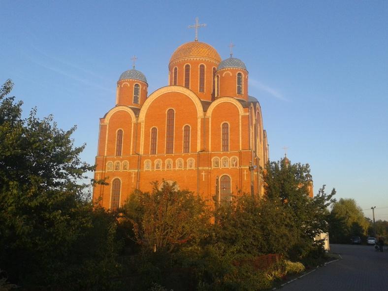 Для фотографування собору в Борисполі ми замовили спеціальне освітлення