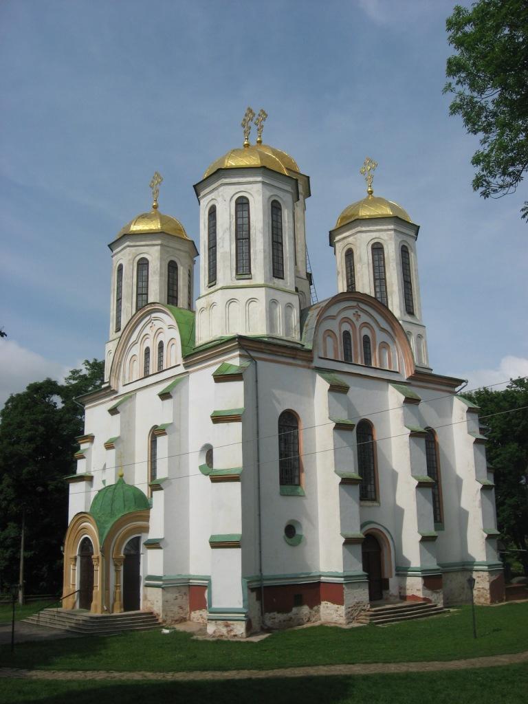 Богоявленський собор (перша пол. ХVI ст.) - центрова споруда замку