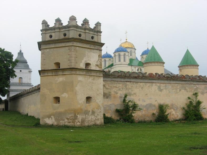 Вежі з бійницями навколо Свято-Троїцький храму побудували неспроста