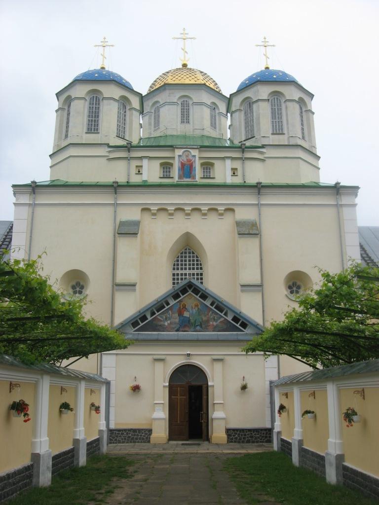 Свято-Троїцька церква – серцевина монастиря в Межирічі