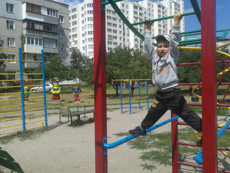 Дитячі ігри нерідко подібні до спортивних тренувань