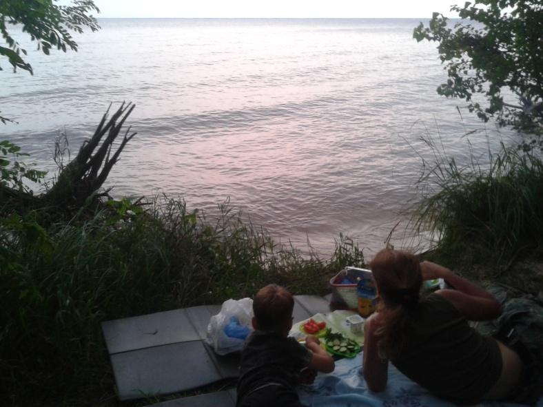 Вечеря на березі моря – і це всього в кількох десятках кілометрів від Києва!