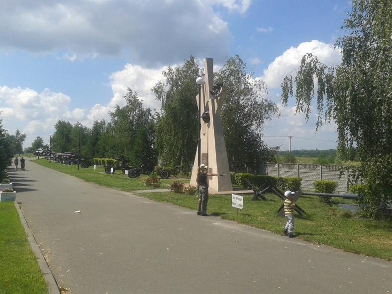 Алея бойової техніки меморіального комплексу «Оборона Києва у 1943 році»